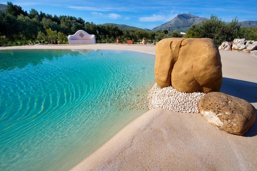 kleiner pool beleuchtung kerzenlaternen ausblick meer Ferraro